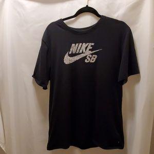 Euc Nike tee shirt dri fit athletic cut xl